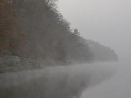 Mnoho lovců má dojem, že se dají pěkní okouni chytit jenom brzy ráno. Na podzim