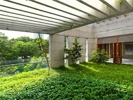 Duší domu je podle Azama příroda, která byla v posledním století nesmyslně