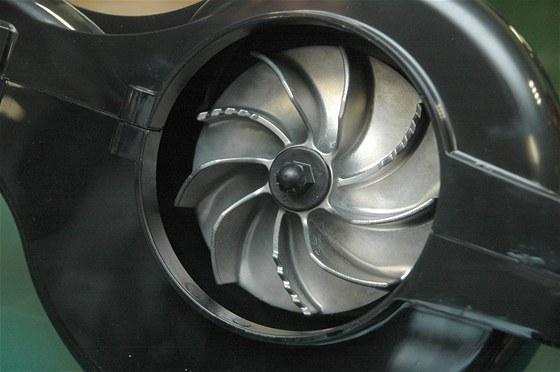 Kovové lopatky ventilátoru-drtiče u fukaru Toro Ultra