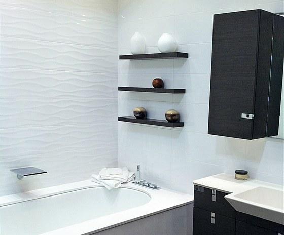 Rekonstruované jádro obložené bílou keramikou moderního formátu 25 x 75 cm v...