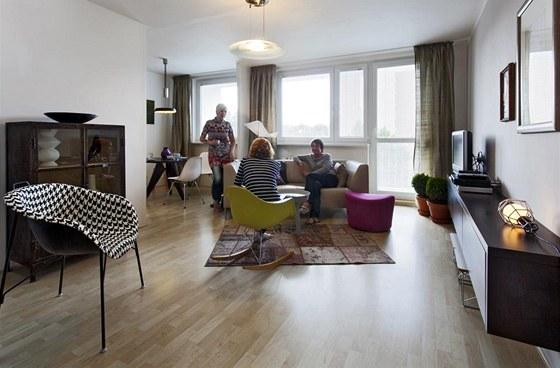 Obývací pokoj byl spojený s kuchyní již při první rekonstrukci před patnácti