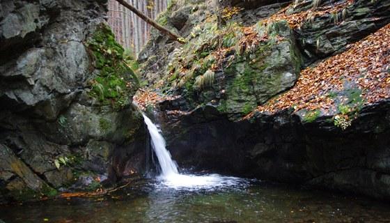 Horní vodopád dosahuje výšky zhruba tří metrů.