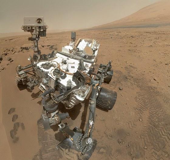 Vlastní portrét vozítka Curiosity, které pořídilo 31. října 2012 na Marsu.