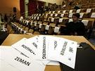 Sál Institutu ekonomických studií Fakulty sociálních věd Univerzity Karlovy v