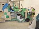 Vybavení odhalených továren na výrobu cigaretových padělků na Zlínsku