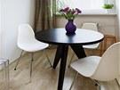 Židle DSR byla v roce 1950 navržena Charlesem a Ray Eamesovými pro Muzeum