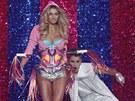 Přehlídka Victoria's Secret 2012 - zpěvák Justin Bieber