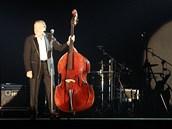 Hned na začátku pardubického koncertu Karel Gott zavtipkoval, že si lidé na