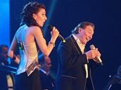 Ozdobou večera byla i zpěvačka Dasha, která si s Karlem Gottem zazpívala duet