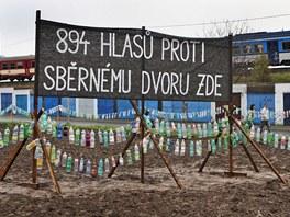 Občané z lokality U cihelny v Opavě postavili z takřka devíti stovek PET lahví...