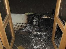 Požár vznikl od přímotopu, od kterého se vzňaly hadry přitážené jezevčíky. (9.