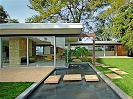 Oblíbeným prvkem architekta Richarda Neutra byly vodní plochy.