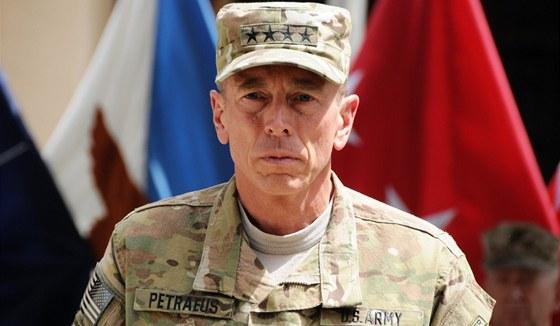 David Petraeus se chlubil �ty�mi hv�zdi�kami a m�l na�l�pnuto na p�tou.