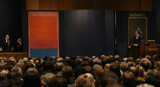 Dražba obrazu Marka Rothka s názvem No. 1 (Royal, Red and Blue). Prodal se za