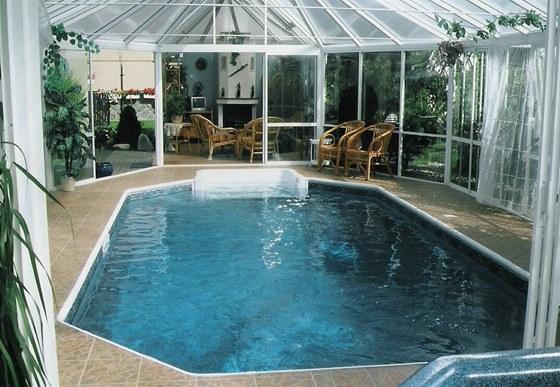 Bazén v zimní zahradě si lze pořídit i několik let po dostění domu.