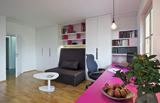 Nábytek v interiéru je řešený na míru podle návrhu architekta Martina Sladkého.