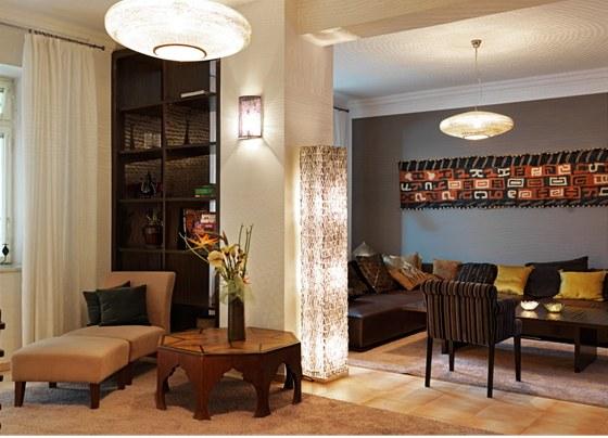 Svítidla, stejně jako jiné prvky v bytě, vycházejí se symetrie – oba egyptské