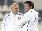 Trenér Michal Bílek (vlevo) a manažer české fotbalové reprezentace Vladimír