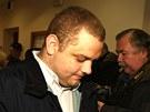 Jeden z fanou�k� Pir�t� Chomutov obvin�n� z toho, �e rasisticky pok�ikoval na