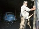 M�sto prezidentsk� limuz�ny m� Jos� Mujica v gar�i p�tadvacet let star�ho