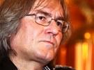 Dirigent Bohumil Kul�nsk� na tiskov� konferenci ke koncertn� s�rii nazvan�