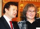 Houslista Ivan Ženatý a dirigent Bohumil Kulínský na tiskové konferenci ke
