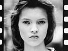 Čtrnáctiletá Kate Mossová na svém úplně prvním profesionálním snímku.