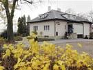 Návesník příliš mnoho domů neprojektoval, výjimku tvoří například vila, která