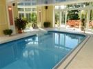 Tento bazén je ukázkou dokonalé harmonie nejmodernějších bazénových technologií