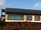 Pro dům v Řevnicích v záplavové oblasti použili architekti betonový skelet.
