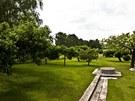 Záhonky byste tady hledali marně, zahradničení Petra Kotvalda prostě nebaví.