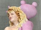 Výtvarník Jeff Koons a jeho socha Růžový panter.
