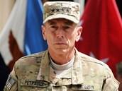 David Petraeus se chlubil čtyřmi hvězdičkami a měl našlápnuto na pátou.