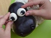 Na hlavu přilepte veliké složené oči: jejich základ tvoří mírně zploštělé...