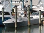 Nenápadné plavidlo třídy Fleet v přístavu. Samozřejmě jde o neozbrojený
