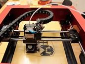 3D tiskárna v chodu