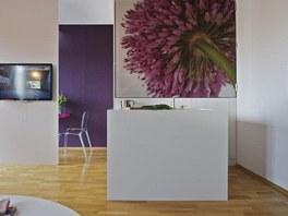 Kuchyň je uzavíratelná tak, aby byl prostor čistý a jednoduchý ve chvílích, kdy