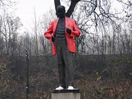 Soše Antonína Zápotockého v jeho rodných Zákolanech na Kladensku natřeli mladí