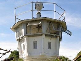 Strážní věž ve venkovní expozici Německo-německého muzea v Mödlareuthu.