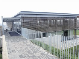 Na pohled zajímavou stavbu bazénu na Kraví hoře navrhl architekt Antonín Novák.