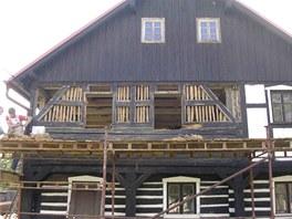 Poté, co se dal tesař do práce, viděli majitelé skutečný stav domu.