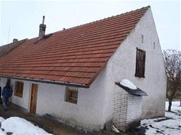 Stavba měla jeden komín, ten byl v dezolátním stavu a nevíc v něm byl zazděný...