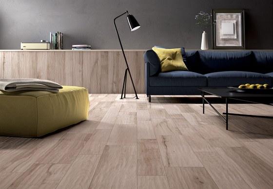 Keramické obklady připomínají dekorem i strukturou povrchu dřevo.