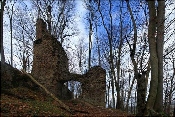 Zbytky vstupní brány hradu Oheb