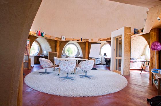 V dom� o rozloze 65 metr� �tvere�n�ch s�dl� architektonick� studio Createrra,
