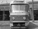Prototyp tramvaje T3 ve vozovně Motol. Zřetelně je vidět původní čelní