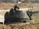 Turecký voják hlídkuje na syrských hranicích v provincii Sanliurfa (18. listopadu 2012)