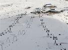 """Pohled z vyhlídky """"Top of Tyrol"""" na centrální sjezdovky a restauraci Eisgrat"""