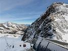 """Pohled z vyhlídky """"Top of Tyrol"""". Vpravo vrchol Schaufelspitze (3 333m)"""
