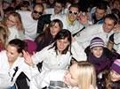 Nadšenci v Chlumci nad Cidlinou tancují Gangnam Style (23. 11. 2012).
